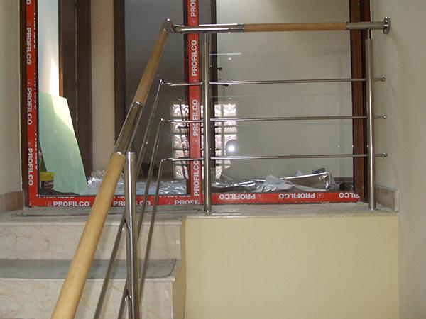 Balustrada de inox cu insertie de lemn