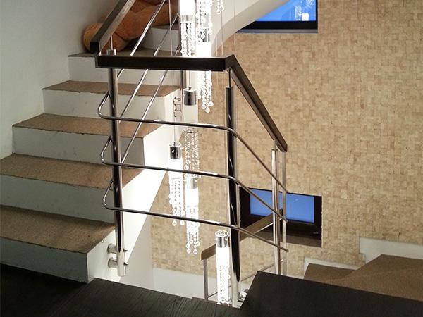 Balustrada de inox cu mana curenta de lemn