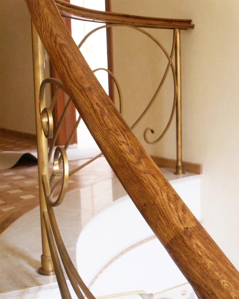 Balustrada scara interior din alama cu mana curenta de lemn