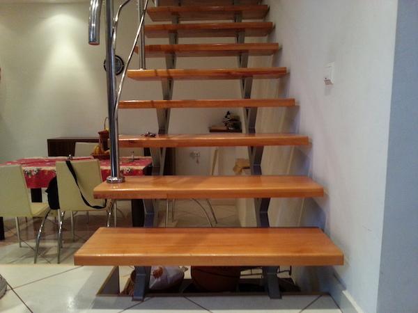 Scara de inox cu trepte de lemn