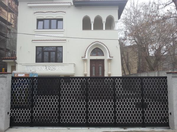 Poarta si gard din otel cu tabla decupata