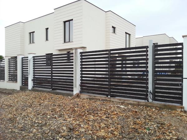 Poarta si gard din otel placata cu lemn