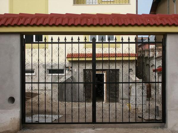 Poarta si usa din fier forjat